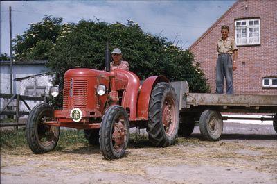 094  Holger G. på traktor og Peter