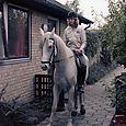 783 Bodil viser hesten hvor hun bor