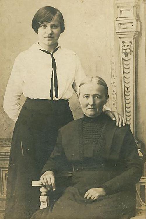Farmors mor og ældste datter (Louise)_0001