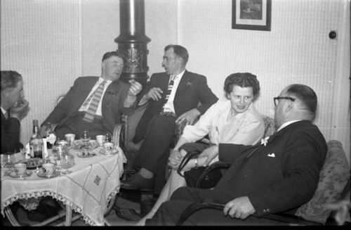 244  Paul, Henning, Gunnar, fru Christensen, onkel Holger