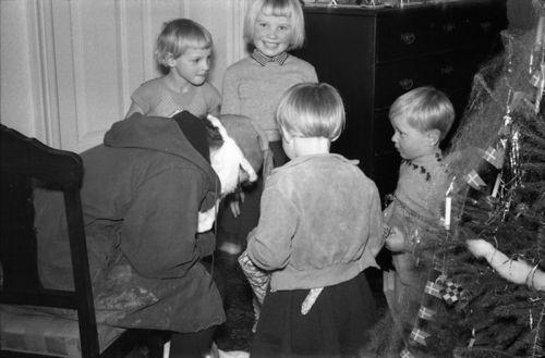 366 Annie julemand.Karna Bodil Gitter Morten