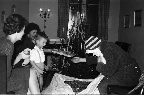 887 Annie-Bodil-Niels og julenissen