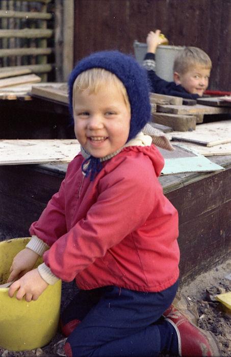 002  Bodil og Niels i den ombyggede sandkasse
