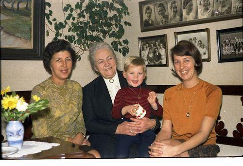 310 4 generationer Bodil Astrid Bodil Annie